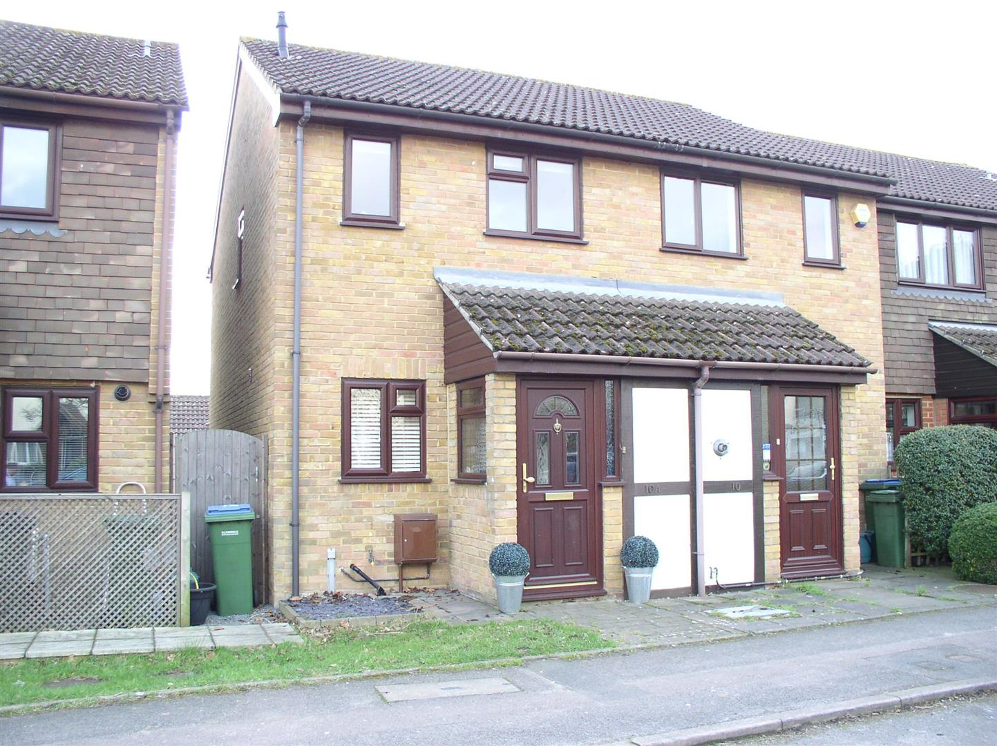 2 Bedrooms End Of Terrace House for sale in Thrupps Lane, Hersham, Walton-On-Thames